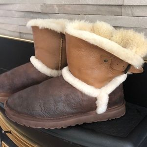 Leather sheepskin buckle UGGs.  🥾
